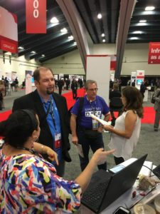 Mia and Amy chat with OOW16 attendees at our booth